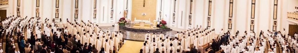 Vista general de la capilla del centro de estudios superiores de Roma. Presidió la celebración eucarística el P. Juan José Arrieta, L.C.