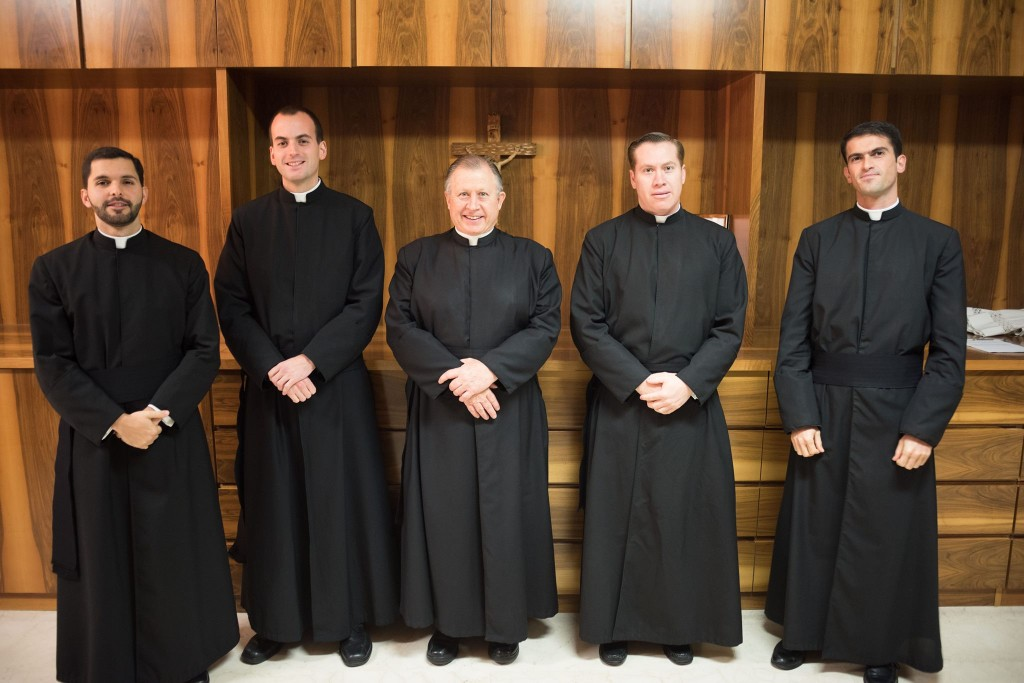De izquierda a derecha: hermanos Luis Gustavo D\'Suze, L.C., y Štefan ...